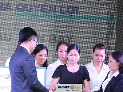 Bảo Việt nhân thọ chi trả quyền lợi bảo hiểm 3 tỷ đồng tại Sơn La
