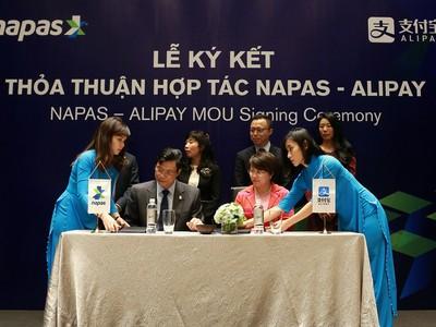 Alipay của Jack Ma ký thỏa thuận hợp tác với NAPAS