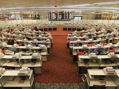 """""""Mạng lưới bí ẩn"""" chao đảo thị trường chứng khoán Hong Kong"""