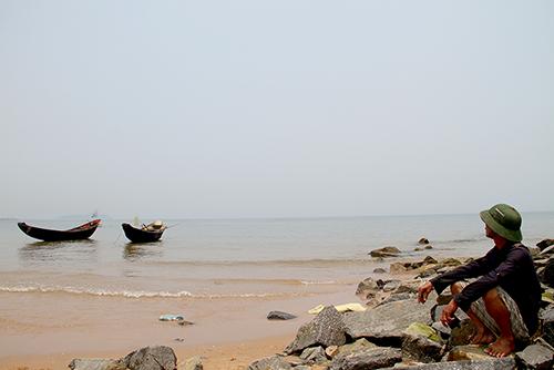 Sự cố môi trường khiến cuộc sống của nhiều ngư dân Hà Tĩnh lao đao. Ảnh: Đức Hùng