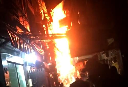 Cháy nhà ở phố Tây Sài Gòn