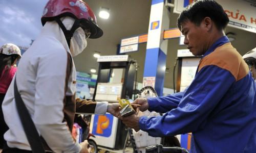 Xăng có thể tiếp tục tăng giá ngày mai