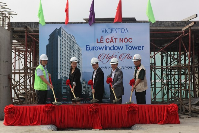 Hàng trăm khách hàng tham dự Lễ cất nóc dự án Eurowindow Tower Nghệ An