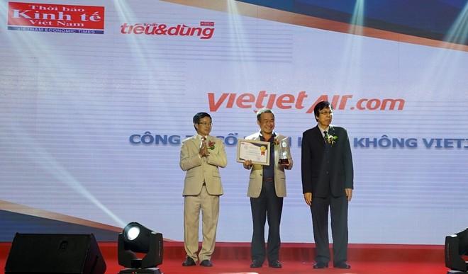 """Vietjet nhận danh hiệu """"Hãng hàng không được yêu thích nhất 2017"""""""