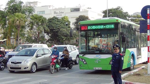 Có gian lận hồ sơ tham gia đấu thầu xe buýt tại Hà Nội?