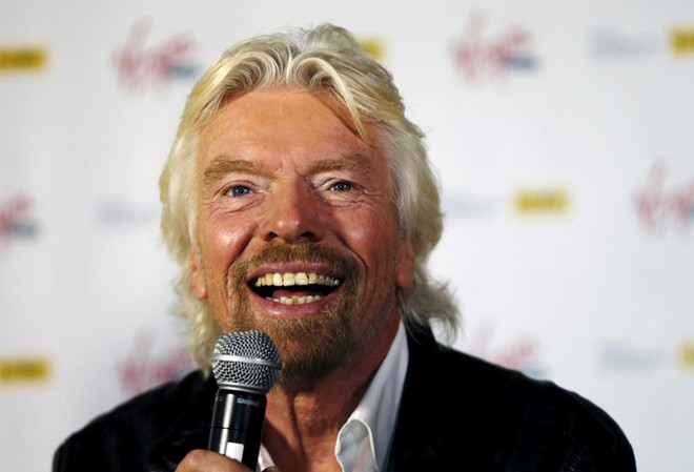 Tỷ phú Richard Branson trốn trong hầm rượu tránh siêu bão