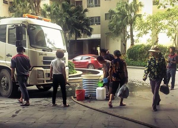 Nắng nóng cục bộ, dân chung cư Hà Nội khổ sở vì mất nước