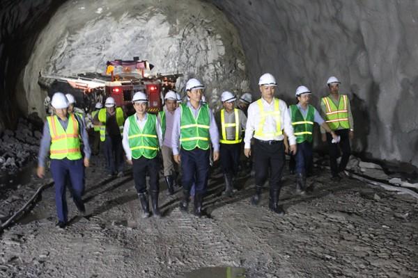 Các vết nứt vỏ hầm Hải Vân 1 có từ trước khi thi công mở rộng hầm Hải Vân 2