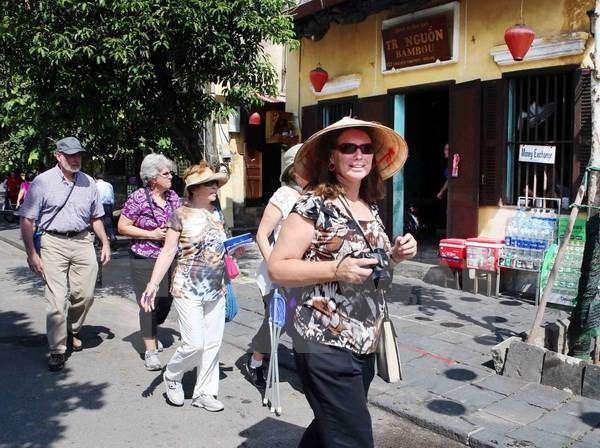 Khách quốc tế đến Việt Nam tiếp tục đạt trên 1 triệu lượt
