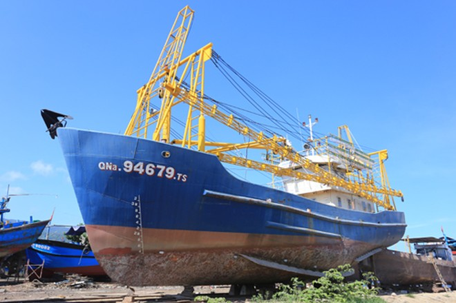 Tàu vỏ sắt của ngư dân thắng kiện được thay máy mới