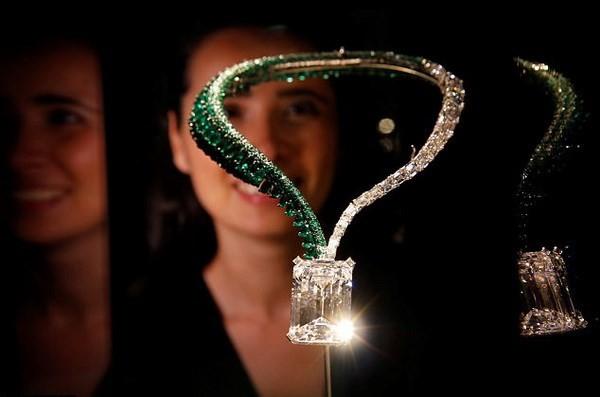 Viên kim cương lớn nhất thế giới được bán với giá kỷ lục 34 triệu USD