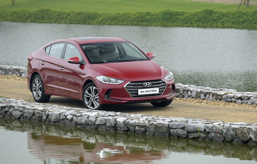 Hyundai Elantra giảm đến 80 triệu từ nay sang 2018