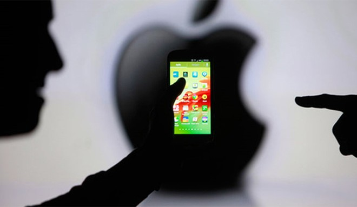 Apple và Facebook lại khẩu chiến