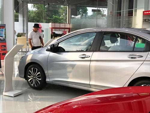 Ôtô lắp ráp giảm giá trước áp lực xe nhập khẩu sắp về