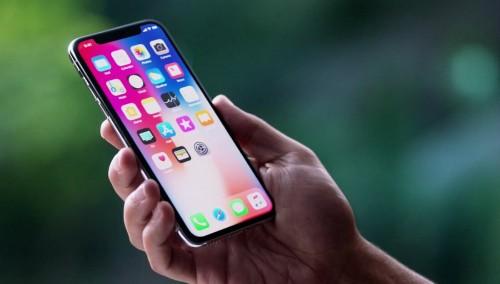 Apple đang cân nhắc bán iPhone mới giá thấp hay cao
