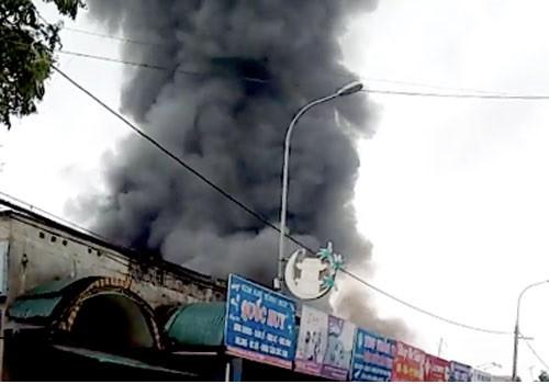 Hà Nội: Cháy lớn ở chợ Sóc Sơn