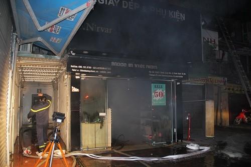 20 người được giải cứu trong vụ cháy khu tập thể ở Hà Nội