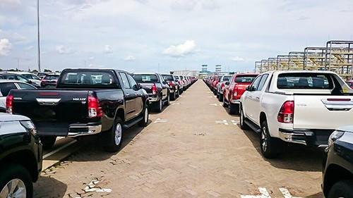 Ôtô nhập khẩu khan hàng, giá cao sau nửa năm bị 'chặn cửa