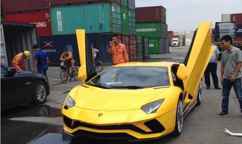 Đại gia Việt nộp gần 5 tỷ phí trước bạ cho siêu xe Lamborghini