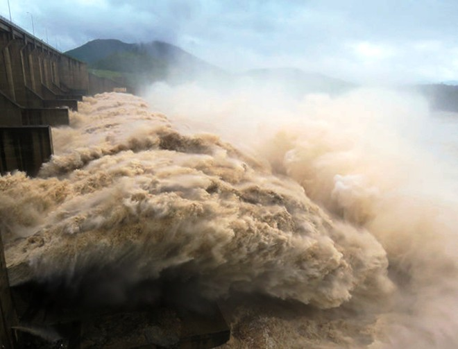 Thủ tướng chỉ đạo khẩn cấp ứng phó mưa lũ và đảm bảo an toàn hồ đập