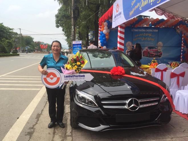 LienVietPostBank trao tặng xe Mercedes C200 2017 cho khách hàng gửi tiền