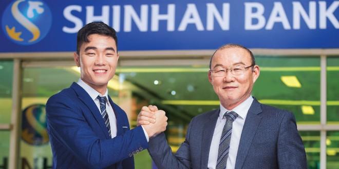 HLV Park Hang Seo và Lương Xuân Trường là đại sứ thương hiệu của Shinhan Việt Nam
