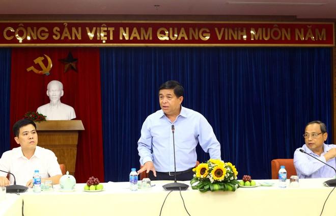 Bộ trưởng Nguyễn Chí Dũng trao đổi với doanh nghiệp, nhà nghiên cứu về thực trạng đầu tư vào nông nghiệp