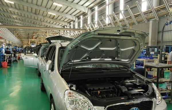 Các nhà sản xuất ô tô bức xúc vì cơ chế chậm trễ