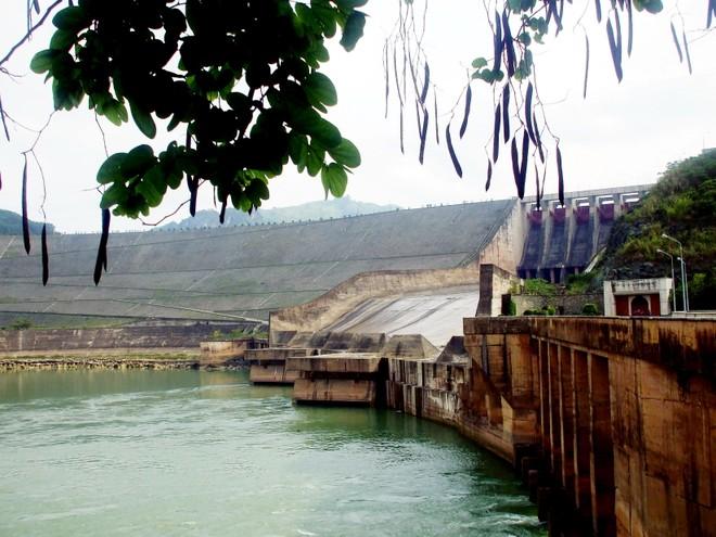 Gần 5.300 tỷ đồng xây dựng 2 hồ chứa nước tại Hòa Bình và Bình Định