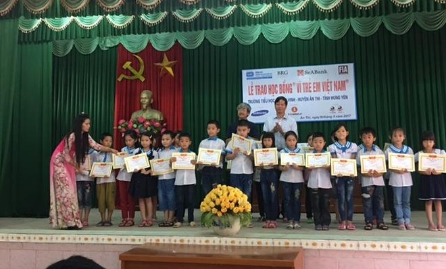 Học bổng giải Golf Vì trẻ em Việt Nam đến với học sinh hiếu học tỉnh Hưng Yên