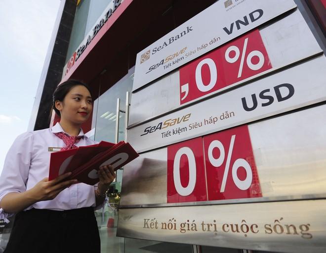 Chưa nên tăng lãi suất huy động USD