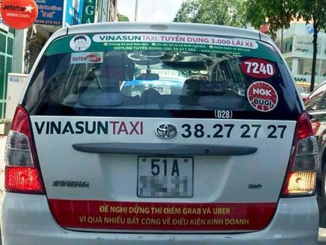 """Taxi truyền thống phản đổi Uber, grab: Cuộc chiến """"máy dệt - khung cửi"""" ở thế kỷ 21?"""