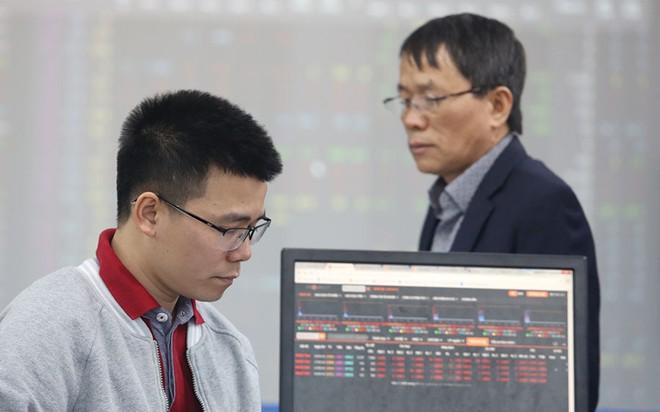 VN-Index chinh phục đỉnh lịch sử: Nghịch lý nửa thị trường khóc ròng