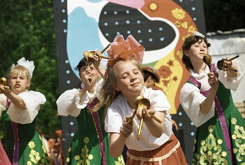 Không thổi vuvuzela ở World Cup, người Nga cổ vũ thế nào?