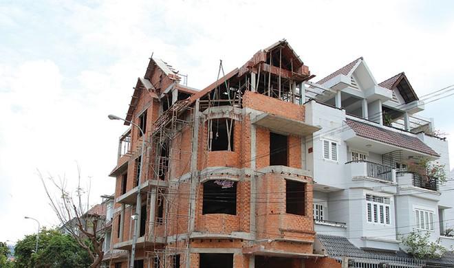 Dân xây dựng rầu lòng với mùa mưa