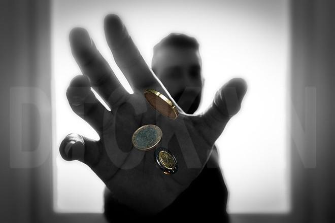 Yếu tố phi tài chính: Mặt sấp của đồng xu