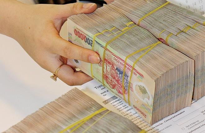Tỷ giá không chỉ có USD -  Bài 2: Nhập khẩu, vay nợ hưởng lợi lớn