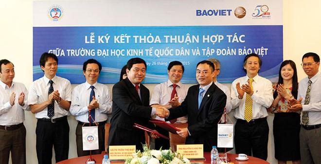 Tập đoàn Bảo Việt tài trợ 5 tỷ đồng hỗ trợ Ðại học Kinh tế Quốc dân