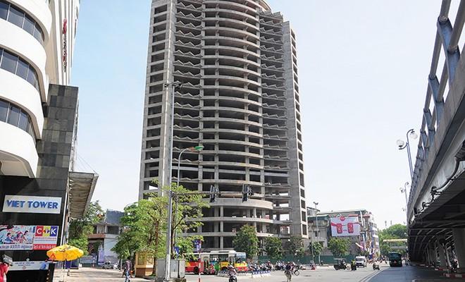 """Cận cảnh toà tháp """"thiếu may mắn"""" giữa trung tâm Thủ đô"""