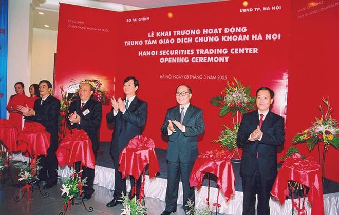 Những cột mốc trong hành trình 10 năm phát triển HNX