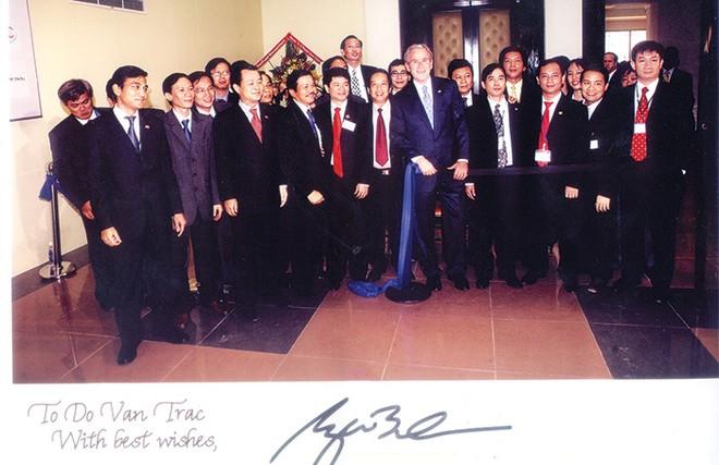 Kỷ niệm với Tổng thống Bush khi đến thăm TTCK Việt Nam