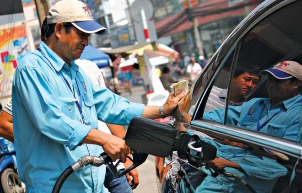 Giá xăng có khả năng điều chỉnh giảm trong ngày mai