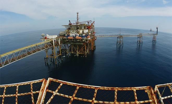 Giá dầu xuống dưới 40 USD/thùng, PVN vỡ kế hoạch?