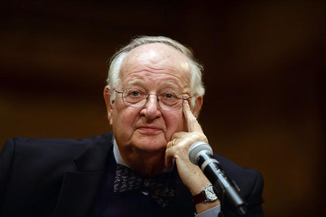 Quan điểm khác người về viện trợ của Giáo sư vừa đoạt giải Nobel Kinh tế