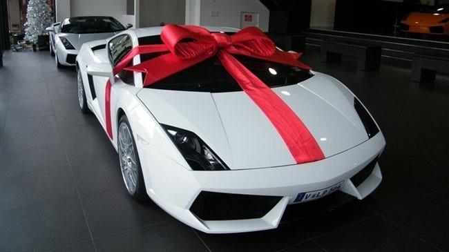 Siết quy định nhận quà biếu tặng là ô tô đắt tiền
