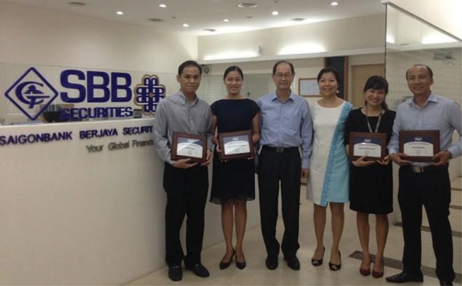 """SBBS giúp khách hàng """"vượt sóng"""""""