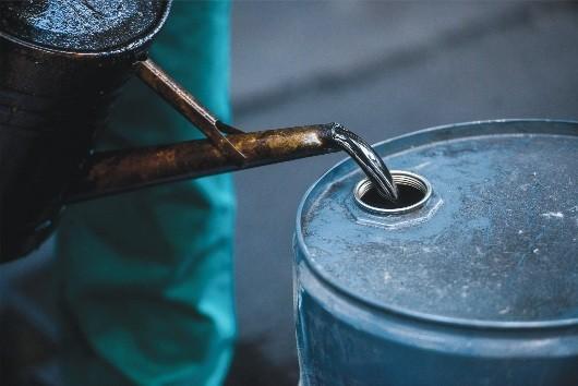 Cổ phiếu dầu khí đã thấp hơn nhưng không rẻ
