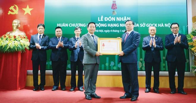 Bộ trưởng Đinh Tiến Dũng chỉ đạo 5 giải pháp với chứng khoán 2016