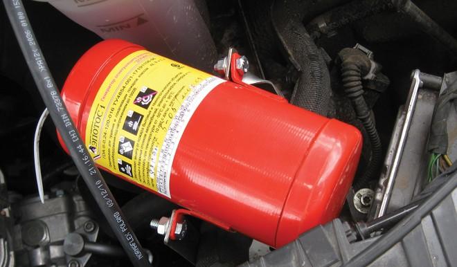 Bắt mua bình cứu hỏa ô tô, ai sẽ bảo hiểm cho bình?