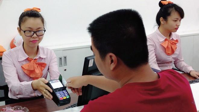 Phụ phí vẫn là rào cản cho thanh toán thẻ